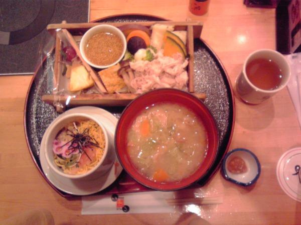 有楽町昼食(いちにいさん)