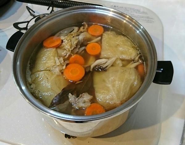 骨付きもも肉のスープ